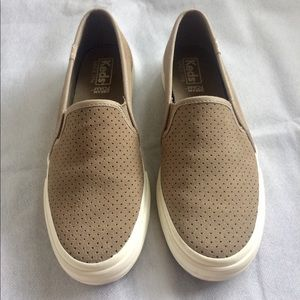 Keds slip-on sneaker, size 6 in Taupe